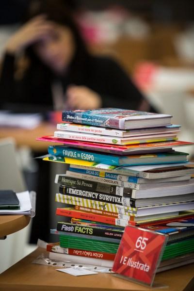 Profesionales de los libros, trabajando en el Salón de Derechos. FIL 2015. Guadalajara, Jalisco 30 de noviembre del 2015. 29 Feria del libro en Guadalajara. :copyright:FotoFIL/Natalia Fregoso.