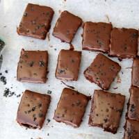 Brownies með söltu karamellukremi og lakkrís
