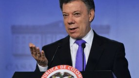 Colombian President Juan Manuel Santos gestures as he speask during a joint press conference with Argentina's President Cristina Fernandez de Kirchner (out of frame) at Narino Presidential Palace in Bogota, Colombia, on July 18, 2013. Fernandez is on a one-day official visit to Bogota. AFP PHOTO/Guillermo LEGARIA