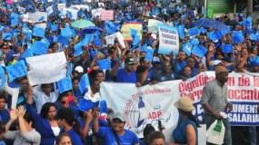 Los profesores reclaman  un reajuste salarial y  rechazaron un aumento del 10 por ciento.