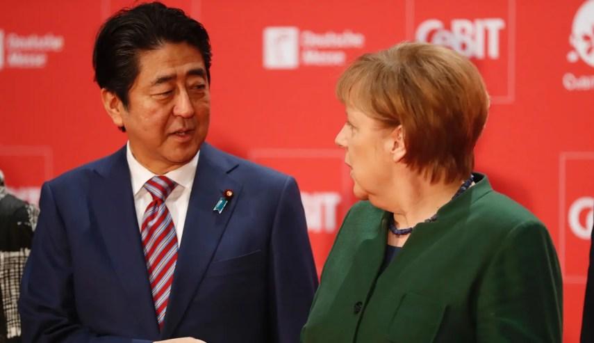 Angela Merkel y Shinzo Abe abogan por el libre comercio y por el acuerdo entre la Unión Europea y Japón.