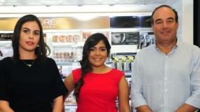 Melissa Bisonó, Rafsil Mena y Alejandro Farach.