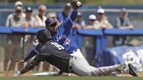 Starlin Castro (14) llega  a salvo en tercera base para un triple.