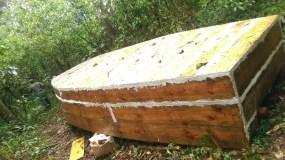 Una de las embarcaciones que fue encontrada en Laguna El Limón, en El Seíbo.