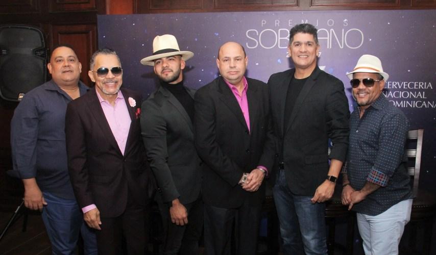 Peña Suazo, Rafa Rosario, Gabriel, Jorge Ramos, presidente de Acroarte, Eddy Herrera y Héctor Acosta durante el conversatorio en el Teatro Nacional.