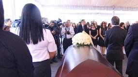Momento de una de las guardias de honor realizadas al director fundador de EL DÍA, Rafael Molina Morillo, en su última visita a este diario.