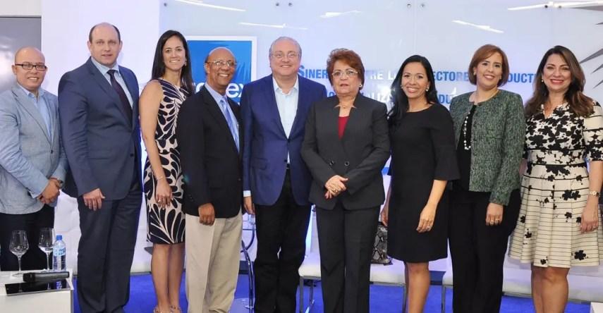 Panelistas invitados y directivos de Capex.