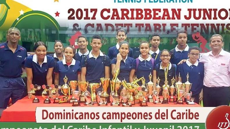 La selección dominicana muestra los trofeos obtenidos.