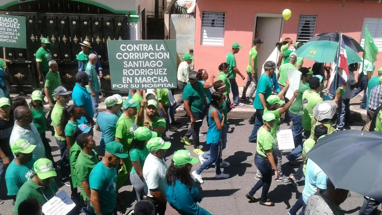 Miles marchan en SFM para reclamar el cese de corrupción
