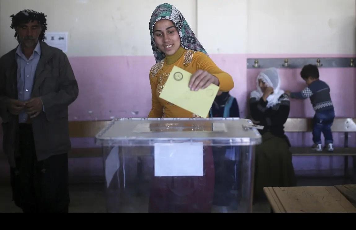 Polémica tras el referéndum que da ganador a Erdogan — Turquía