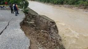 Cierran entrada a San Cristóbal por autopista 6 de Noviembre por lluvias.