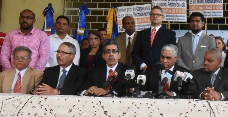 Representantes de la UASD y del CMD rechazan iniciativa.