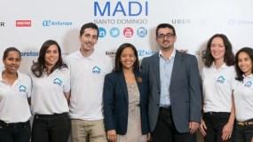 Anabel Ferreiras e  Isaac García, junto al  Staff del  Madi.