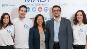 Anabel Ferreiras e  Isaac García junto al   staff Madi.