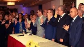 El ministro de Deportes, Danilo Díaz, hace el juramento.