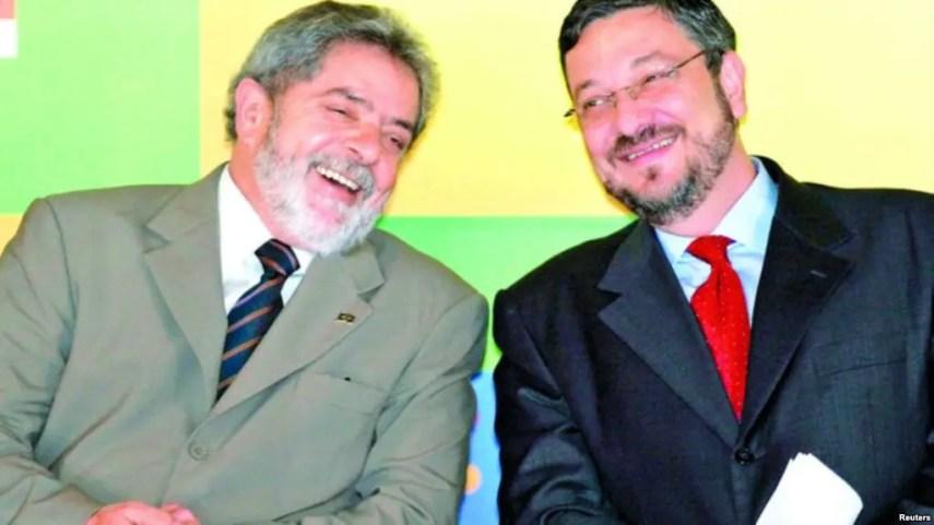 Antonio Palocci (derecha) junto al expresidente brasielño Lula.
