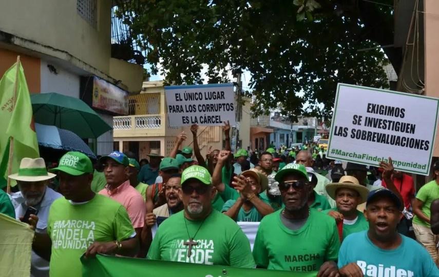 Miembros de la Marcha Verde durante una manifestación anticorrupción en el barrio Capotillo.
