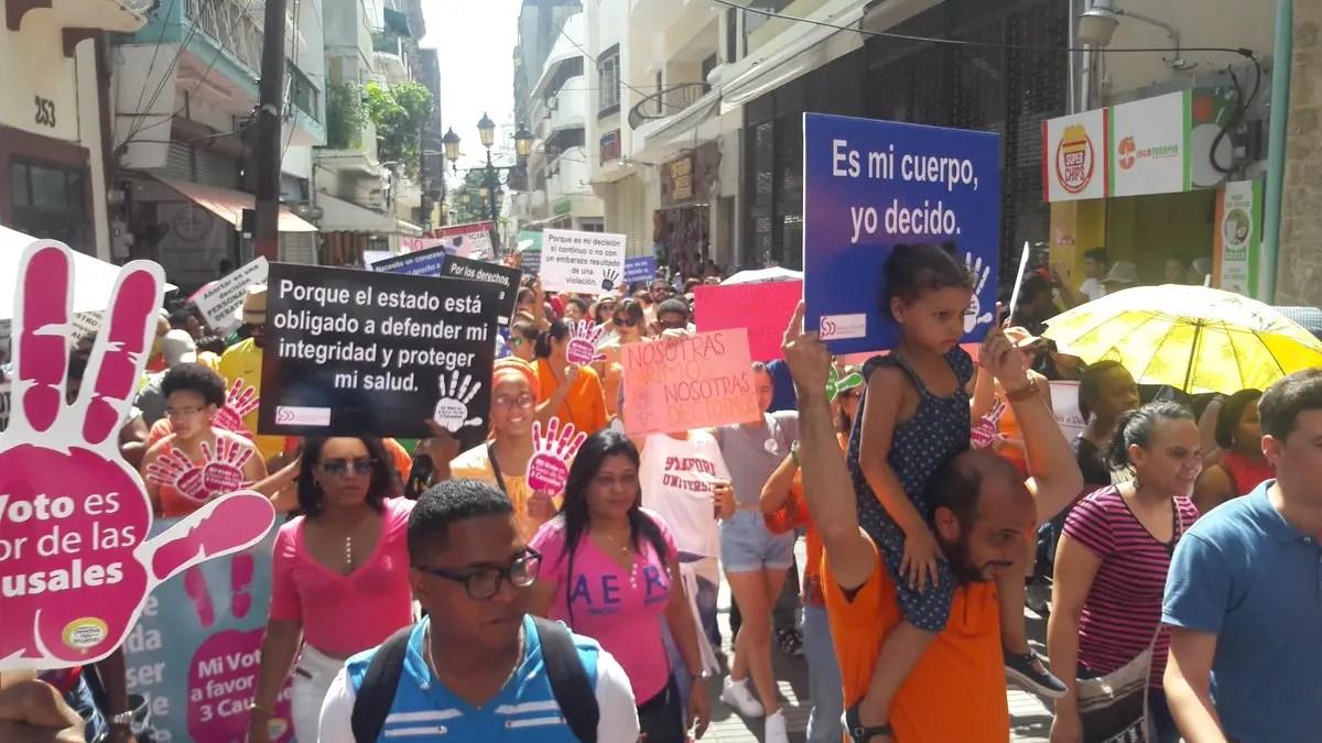 Feministas marchar para que se despenalicen el aborto