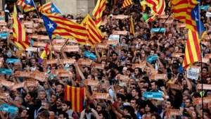 Puigdemont llamó a oponerse al artículo 155 con civismo y de forma pacífica.