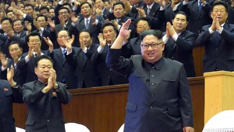 El líder norcoreano, Kim Jong-un, presume de su arsenal atómico.