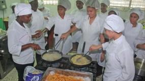 Cocina construida con apoyo de la Unión Europea en el politécnico Víctor Estrella Liz. Foto: Elieser Tapia/El Día.