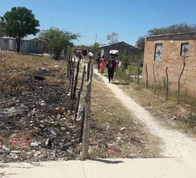 Cientos de haitianos abandonaron la ciudad de Pedernales temerosos de ser agredidos.