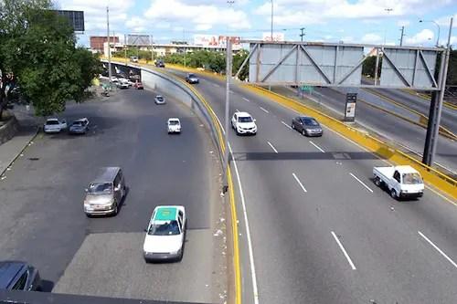 Recorrido por la ciudad por día feriado, el comercio esta en un 60% paralizado y las grandes avenidas lucen despejadas. Fotos: Carmen Suárez/acento.com.do Fecha: 29/04/2013