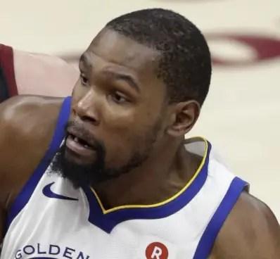 Kevin Durant planea retirarse a los 35 años de edad.  AP