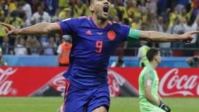 Radamel  Falcao recorre la cancha después de anotar gol y poner a Colombia a un paso de la victoria  frente a Polonia.
