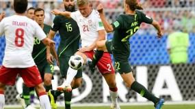 Dinamarca pudo estirar a 17 su racha de partidos sin perder, pero no pasó del empate luego que Jedinak convirtió su 16to penal consecutivo.