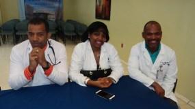 Parte de los médicos emergenciólogos agasajados en su día por el hospital Ney Arias Lora.