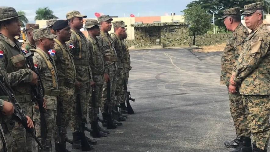 Comandante del Ejército mientras impartía orientaciones a los soldados. fuente externa