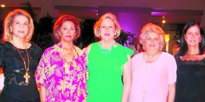 Mirna Fiallo, Tamara de León, Roxana Dargam, Myra de Franco y Julia Guerra de Oller.