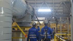 La  central   se construye  con un préstamo de  US$1,945 millones.