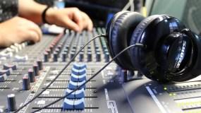 Radio Cima es puntera en este tipo de programa. Radio Universal, Supra FM y otras que desaparecieron, jugaron un papel importante en otras navidades.