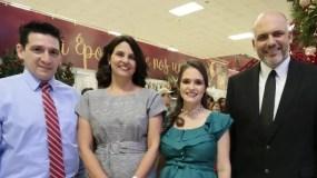 Gustavo Maco, Annette Álvarez, Carolina Suárez y Juan Garza  durante la actividad navideña.