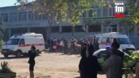 La escena después de la explosión en una escuela en Kerch, Crimea el 17 de octubre del 2018. Foto tomada de video. (Kerch FM News via AP)