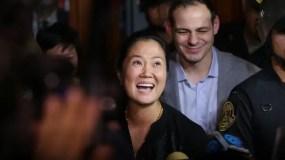 Tras la decisión judicial, Fujimori se dirigió brevemente a los periodistas que la esperaban a las afueras del tribunal.