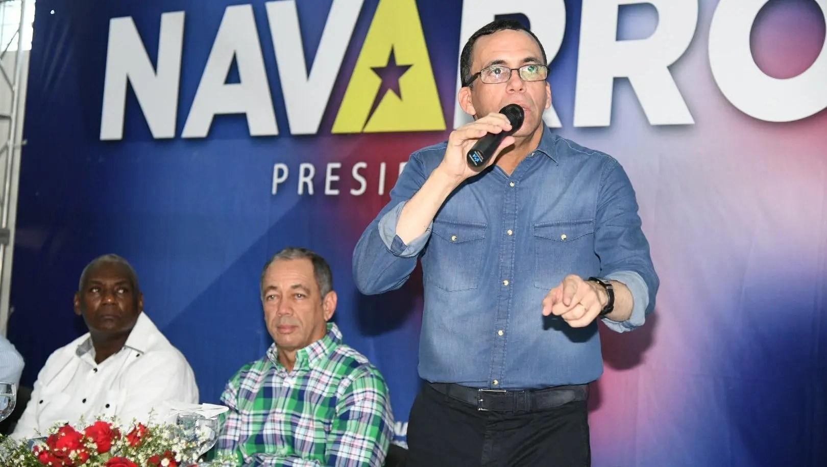 Andrés Navarro exhorta precampaña sea un ejemplo de democracia