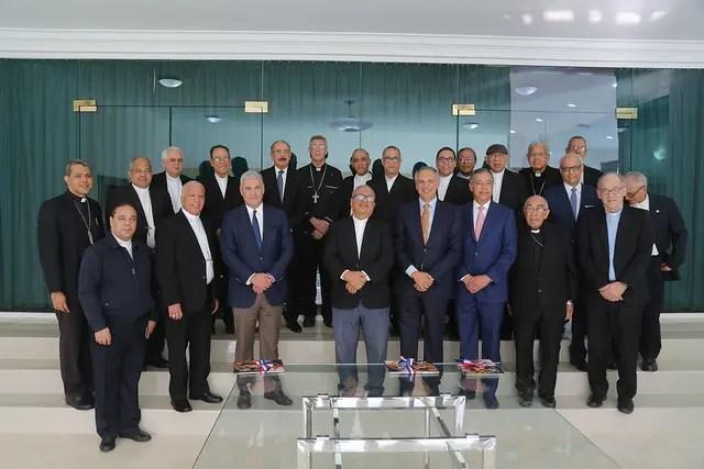 Presidente Danilo Medina y obispos tratan sobre situación del turismo en el país
