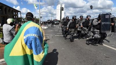Disturbios frente al Congreso en protestas que exigen la renuncia de Temer