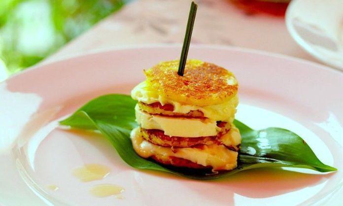 Deliciosa cachapa con queso estilo gourmet
