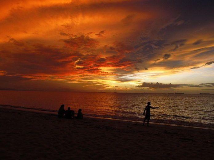 Atardecer en Playa Mansa, Lechería
