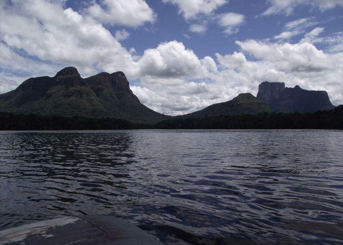 Cerro Wichuj (Cara de Indio) y Autana