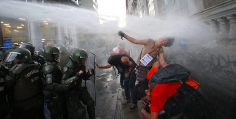Chile criminaliza el derecho a manifestarse