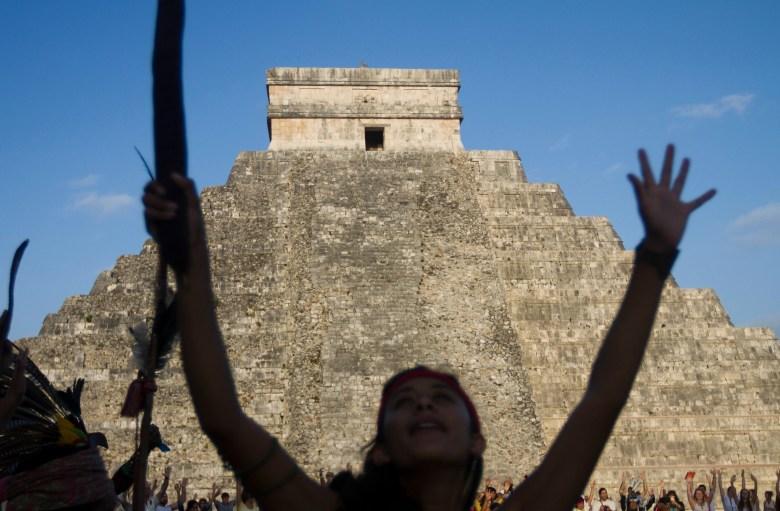 Nueva lectura de calendario maya marca el fin del mundo la ...