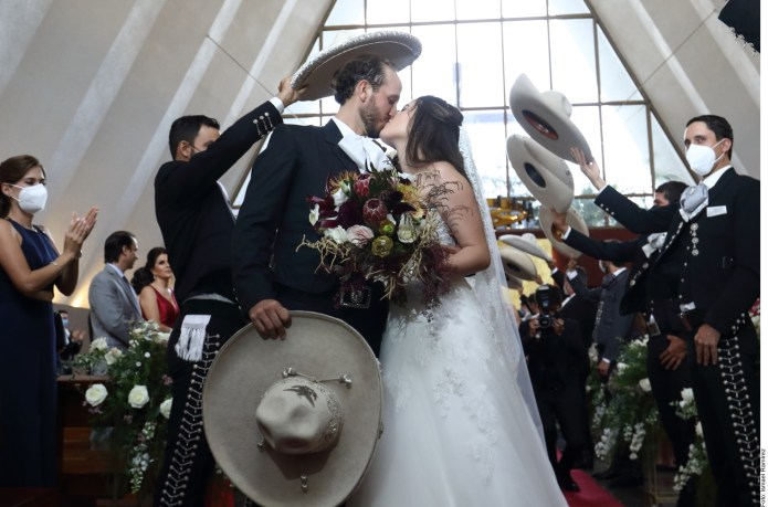 "This was Camila Fernández's wedding: ""El Potrillo"" sang to the bride and groom"