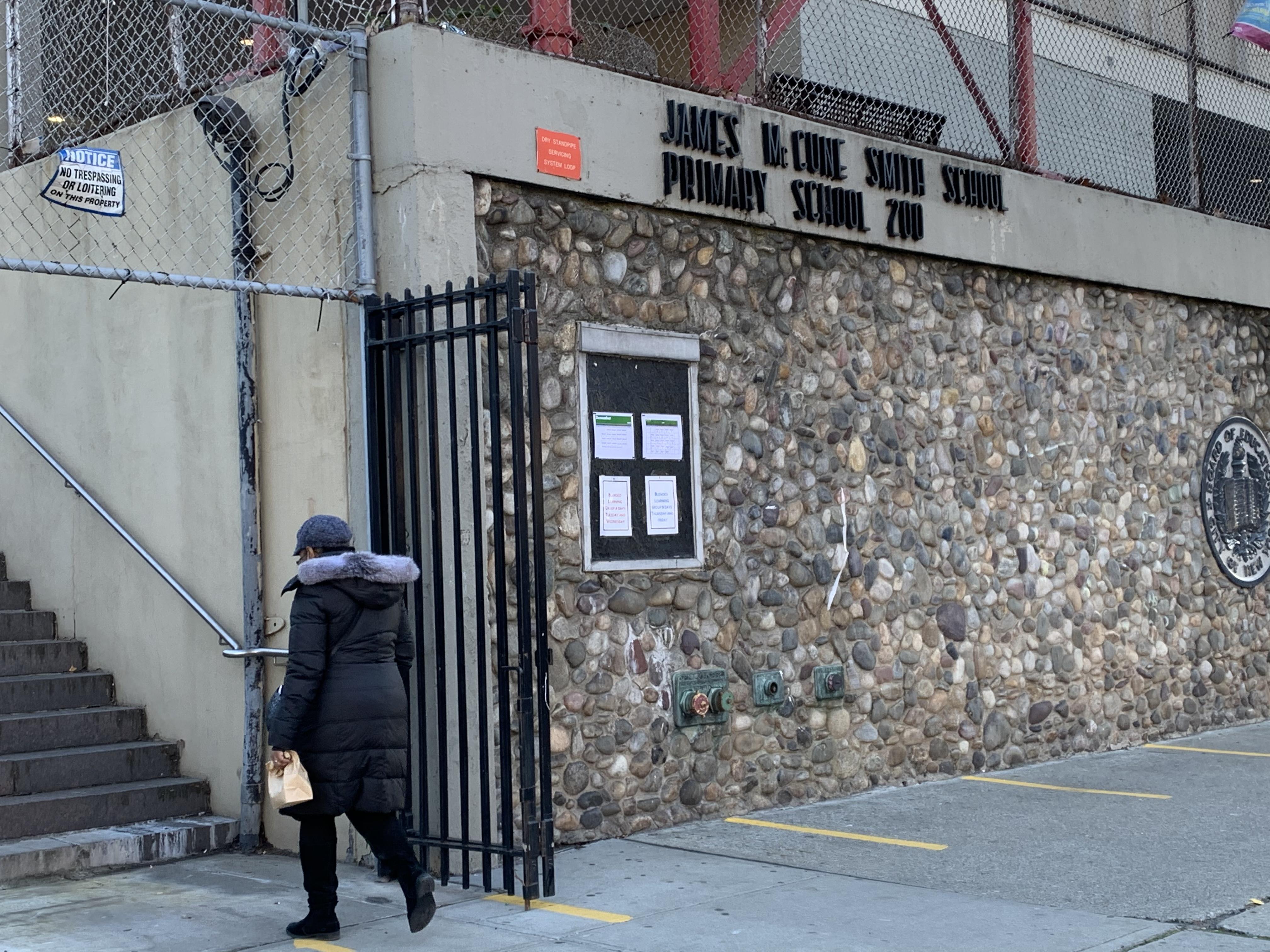 Dudas y temores entre padres sobre futuro de las escuelas en NYC por alza de casos de COVID