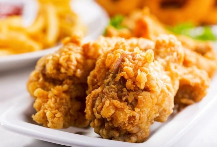 5 efectos negativos de comer pollo frito con frecuencia, según la ciencia