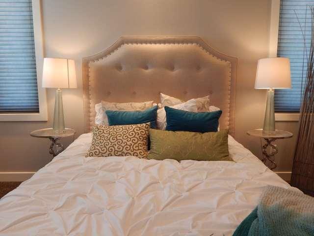 tete de lit romantique sexe airbnb